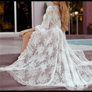 Other - 🎀Long White lace robe or beach cover up 🆕🎀